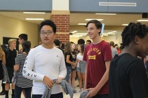 freshman look around for their PTE