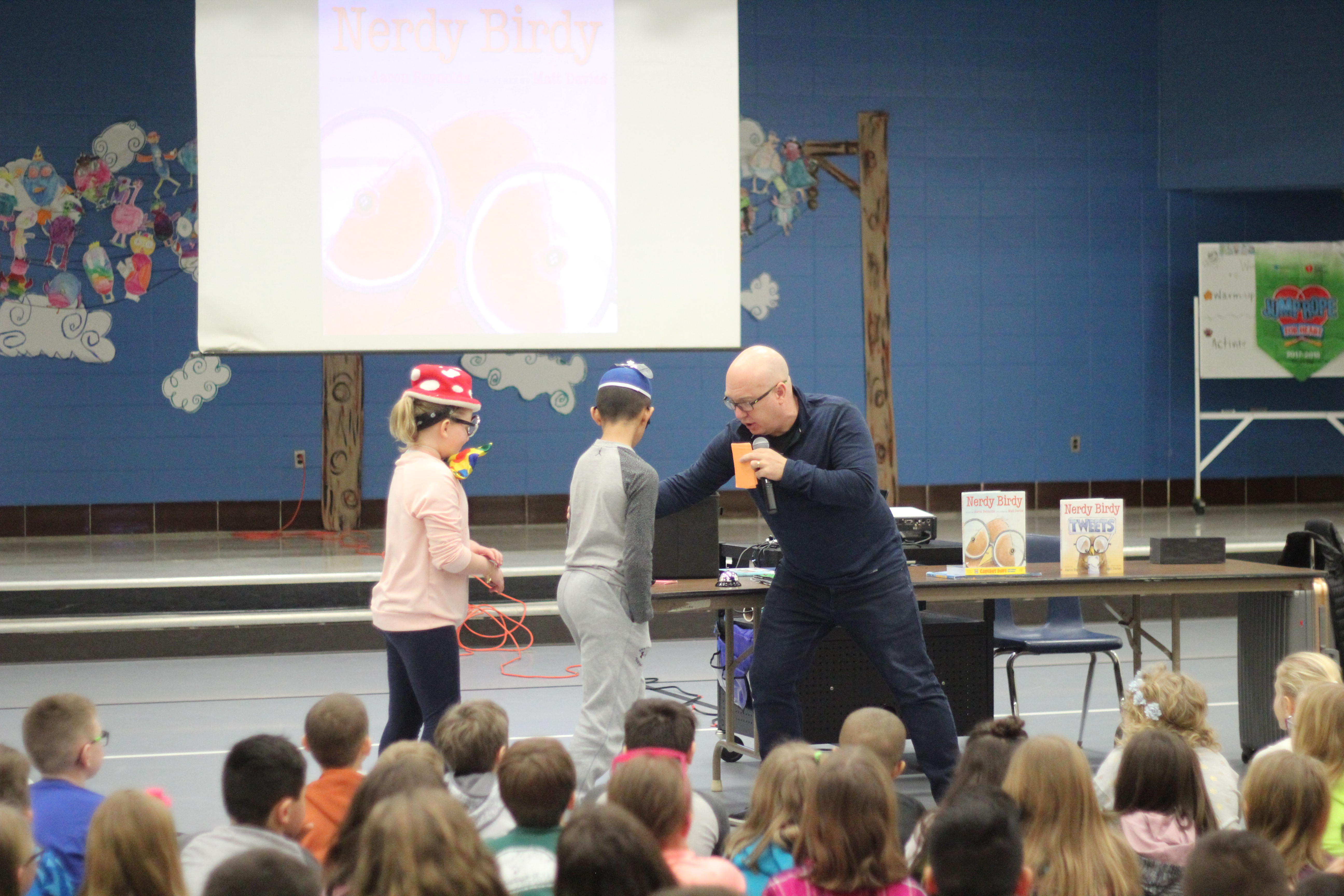 Reynolds plays a game with the students