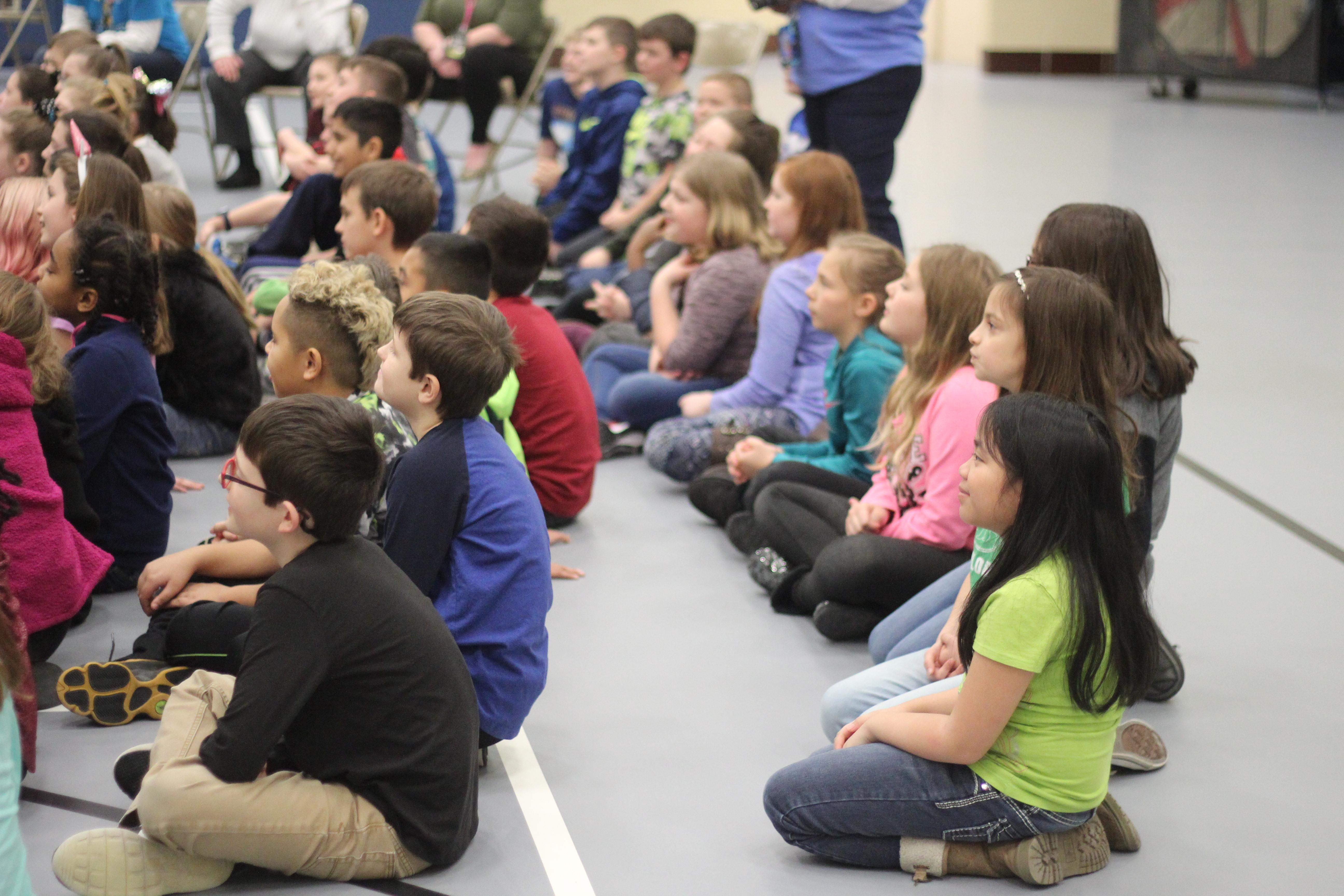 Students listen to Reynolds talk