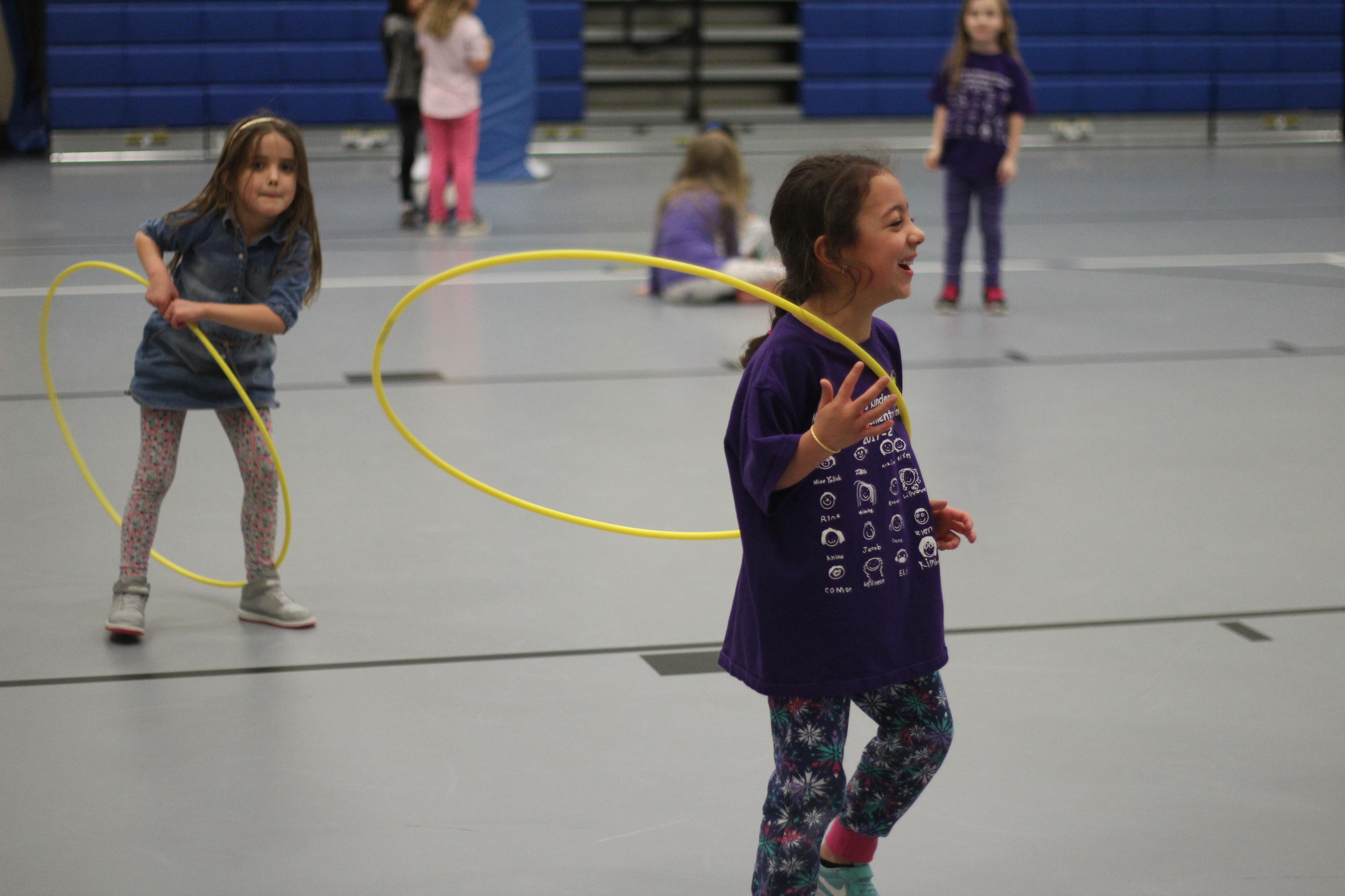 Students hola-hoop